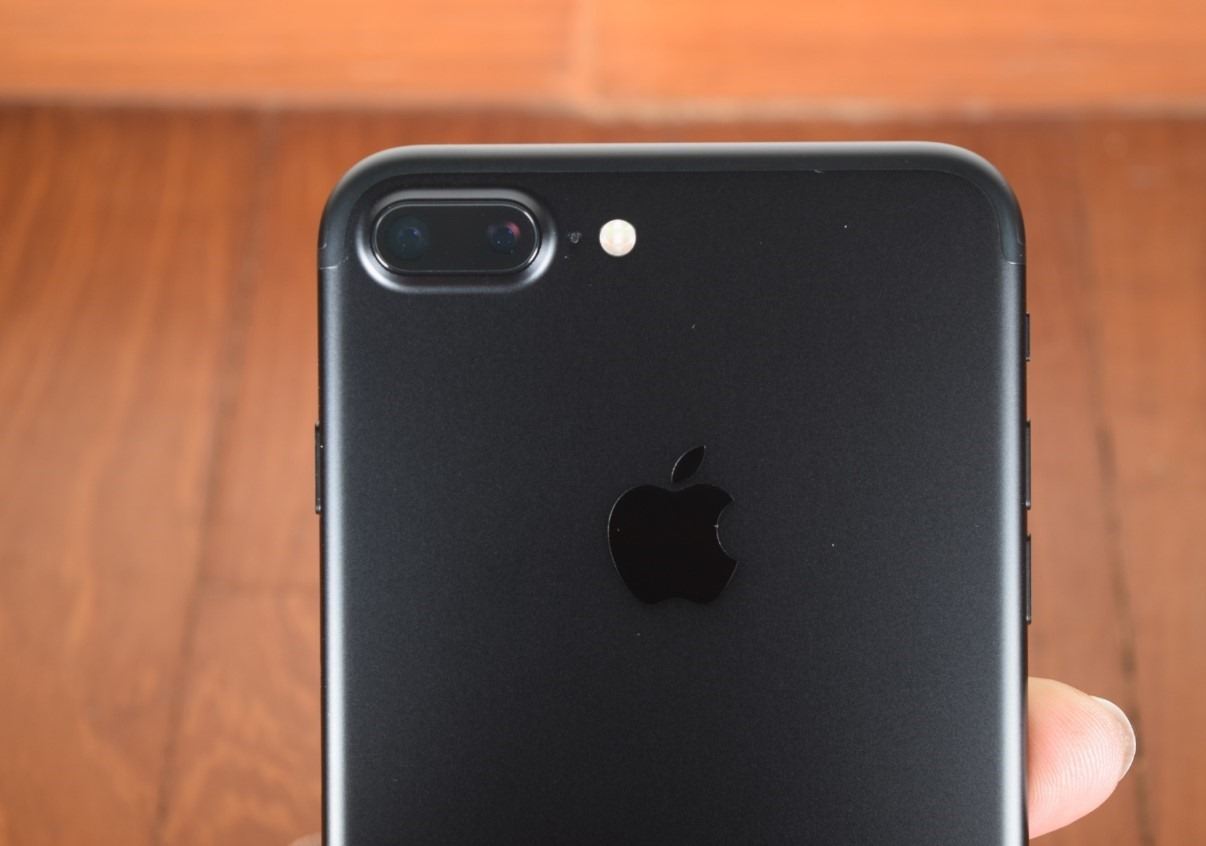 Is it Easy to Replace the Rear Camera of an iPhone 7 plus without losing its Warranty?