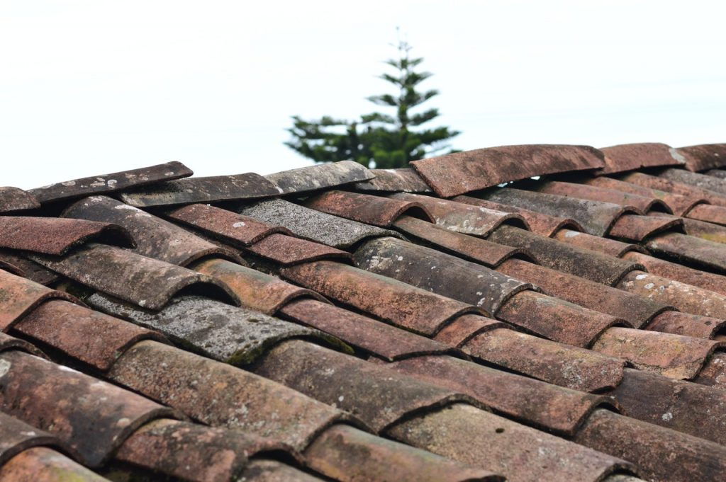 6 Things to consider while choosing durable material for your roof